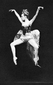 2nd position en pointe, executed by Gelsey Kirkland, in the Firebird. Image from Britanica Online Encyclopedia. Credit Martha Swope
