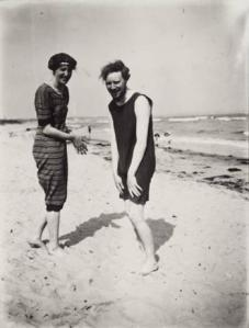 virgina woolf and clive bell in their swimming costumes